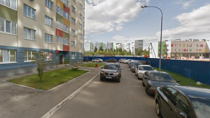 Самарцы пригрозили перекрыть бетонным блоком дорогу к новостройке на Московском шоссе