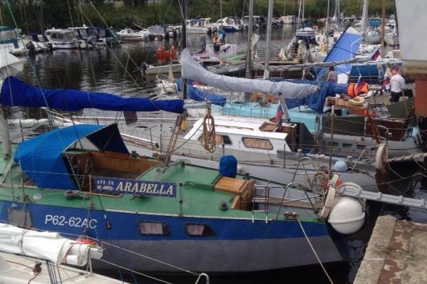 Раньше яхта называлась «Арабелла», ее построили по проекту «Гидра». Она предназначена для дальних морских походов