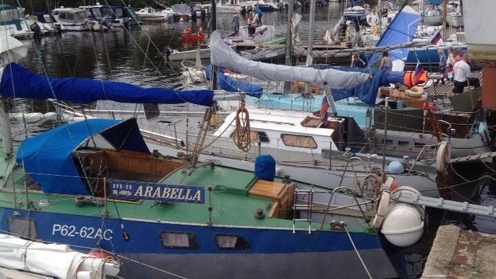 Яхту «Крейсер», потерявшую ход в Белом море из-за проблем с винтами, отбуксировали к острову Мудьюг