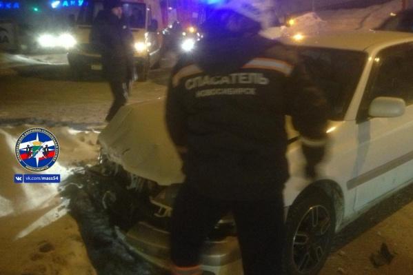 У «Тойоты» серьезно повреждена передняя часть