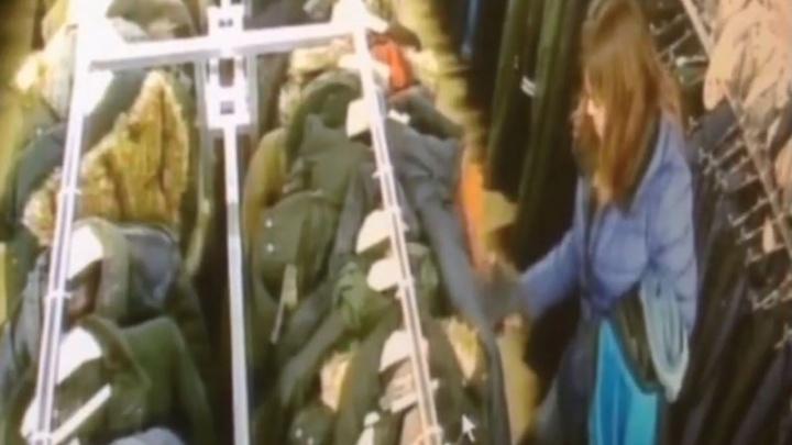 В «Мегаполисе», пока мужчина мерил куртку, его личную выставили на продажу и украли из неё телефон