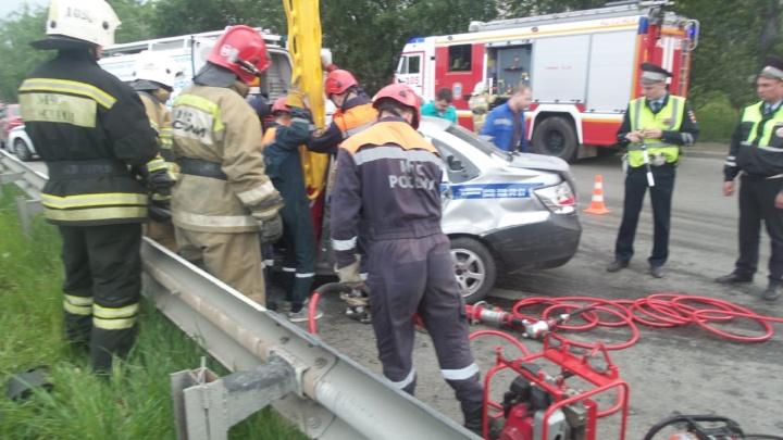 В жёсткой аварии на Объездной столкнулись Honda и машина ДПС, пять человек в больнице