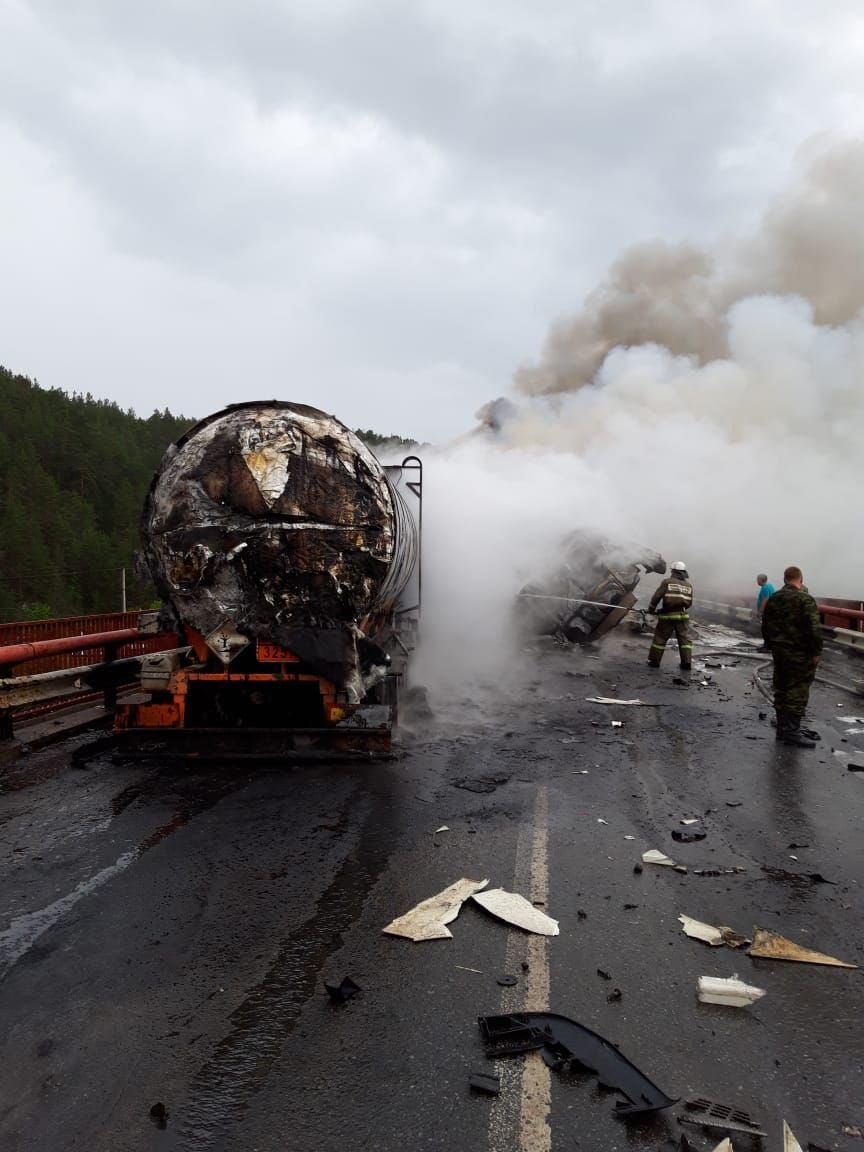 Столб дыма был виден за несколько километров