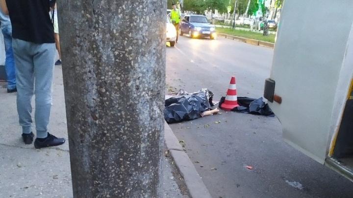 Очевидцы: в Самаре автобус протащил пассажирку по асфальту — женщина погибла
