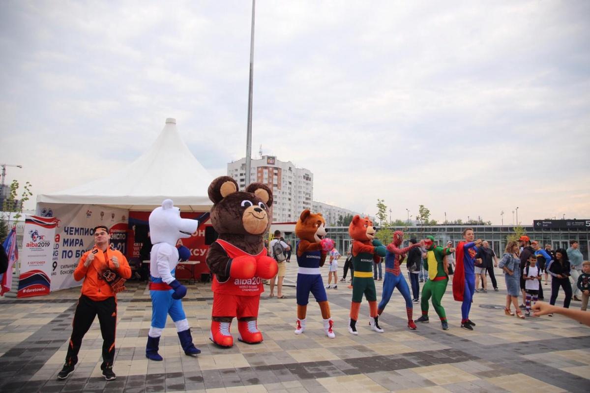 Талисманы чемпионата мира по боксу провели массовую разминку