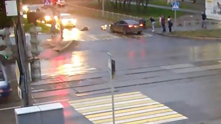 Публикуем видео ДТП с пятью школьниками на улице Мира в Перми