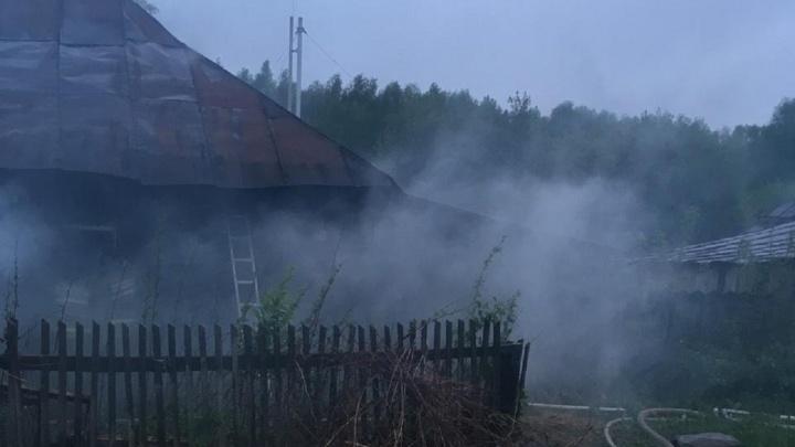 В Прикамье семейная пара погибла на пожаре в частном доме