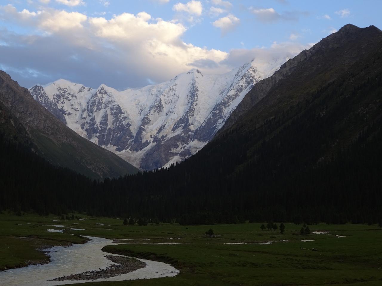Тем, кто однажды оказался в горах, обязательно захочет сюда вернуться. Ведь горы — запоминающееся зрелище