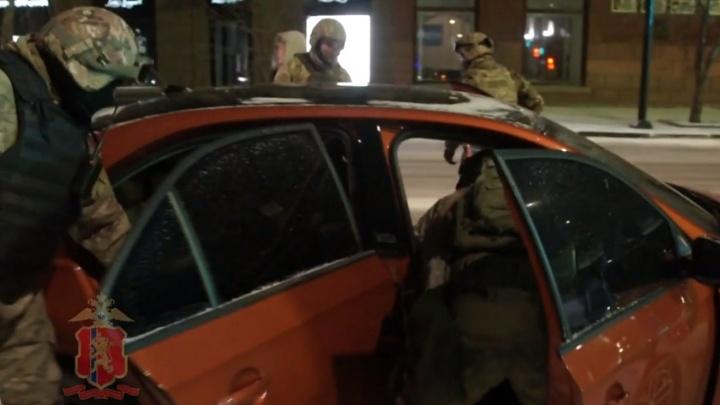 Красноярский СОБР жестко задержал в центре города сутенеров