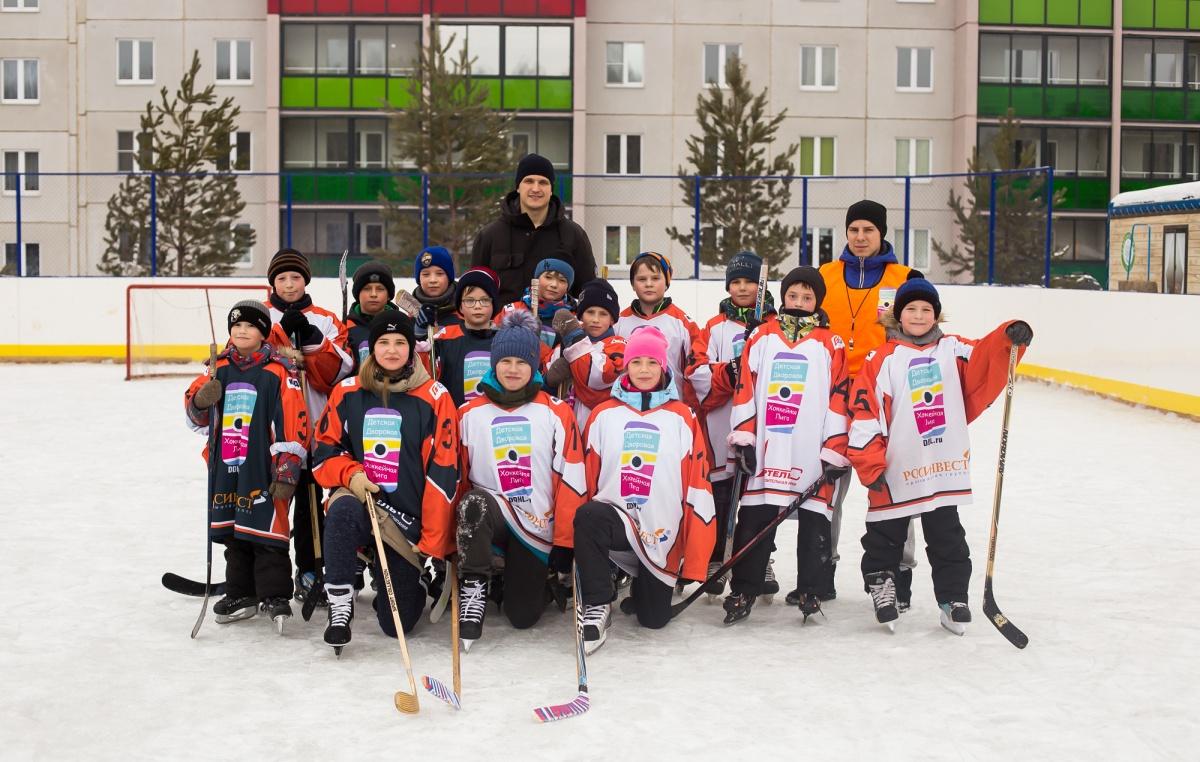 Клюшкой по интернет-зависимости: в «Вишнёвой горке» возродили традиции дворового хоккея