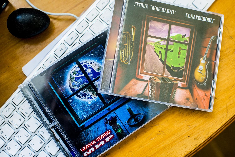 «Консилиум»выпустил два диска — «Коллекционер»и «Мир», на который попали песни коллектива «Пульс»