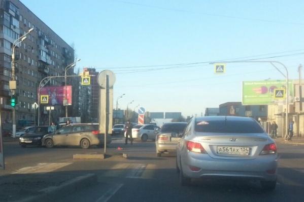 По словам очевидцев, водитель пытался как можно быстрее проскочить перекресток