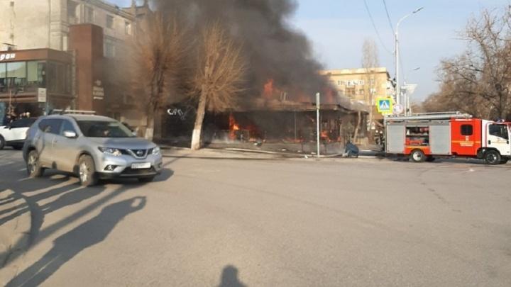 В центре Волгограда горит кафе Saperavi