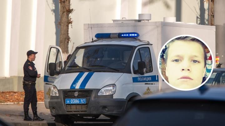 Вышел из отцовской машины и пропал: в Батайске разыскивают школьника