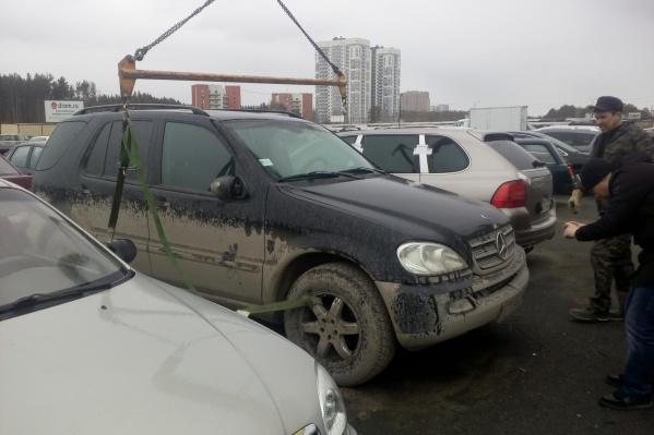 Машину нашли на стоянке и увезли
