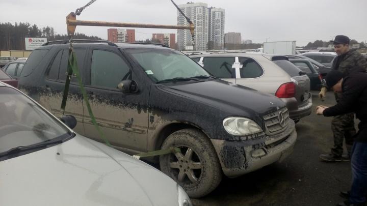 У екатеринбуржца отобрали Mercedes из-за долгов по налогам