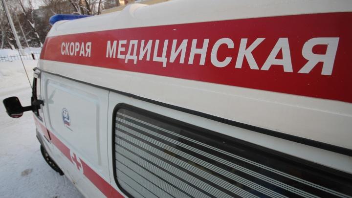 В Уфе на «Салаватке» пациент выпрыгнул из кареты скорой помощи и погиб