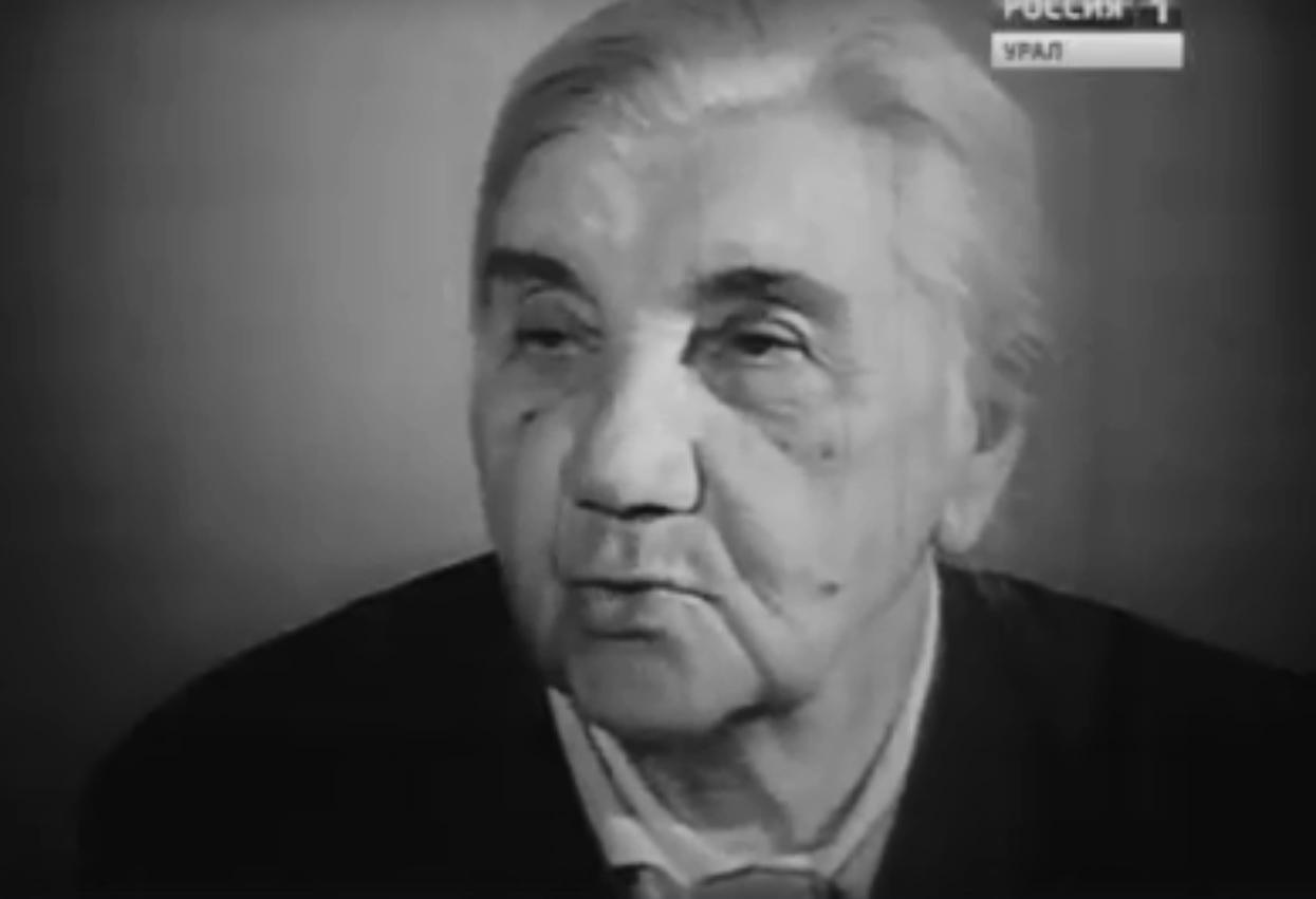 В фильме «Главный проспект» в 1967 году Анна Николаевна рассказывала, что добралась на родину на норвежском корабле. От Финляндии — на поезде, а в Петрограде их встретила комиссия