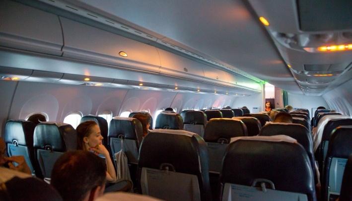 «Час продержали в самолете»: красноярец рассказал о поломке «Суперджета» в Минске