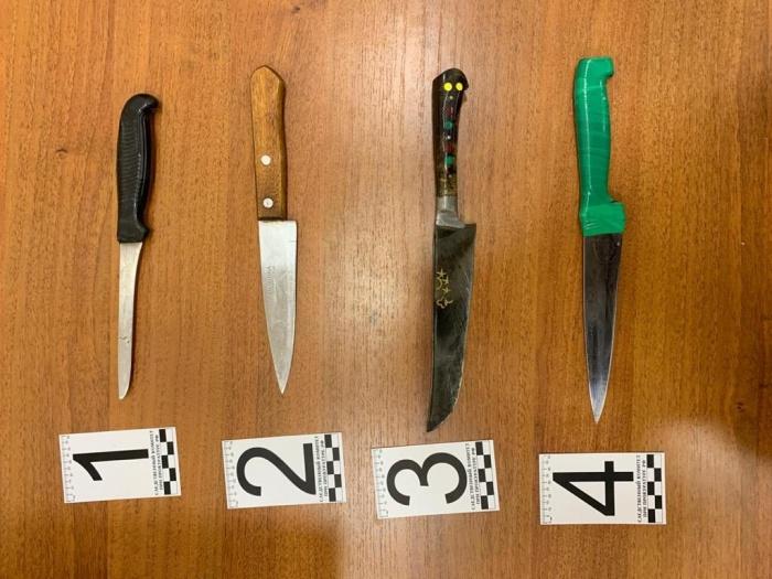 Нож (под номером 4), которым женщина убила мужа, она тщательно отмыла, чтобы не вызывать подозрений