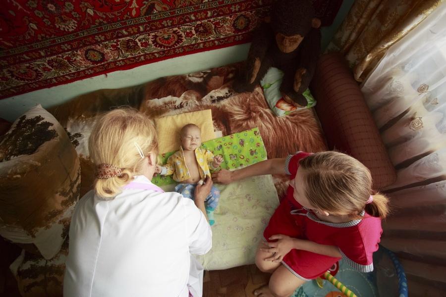 Семейный врач Наталья Родионова на выезде (село Усть-Каменка, Тогучинский район)