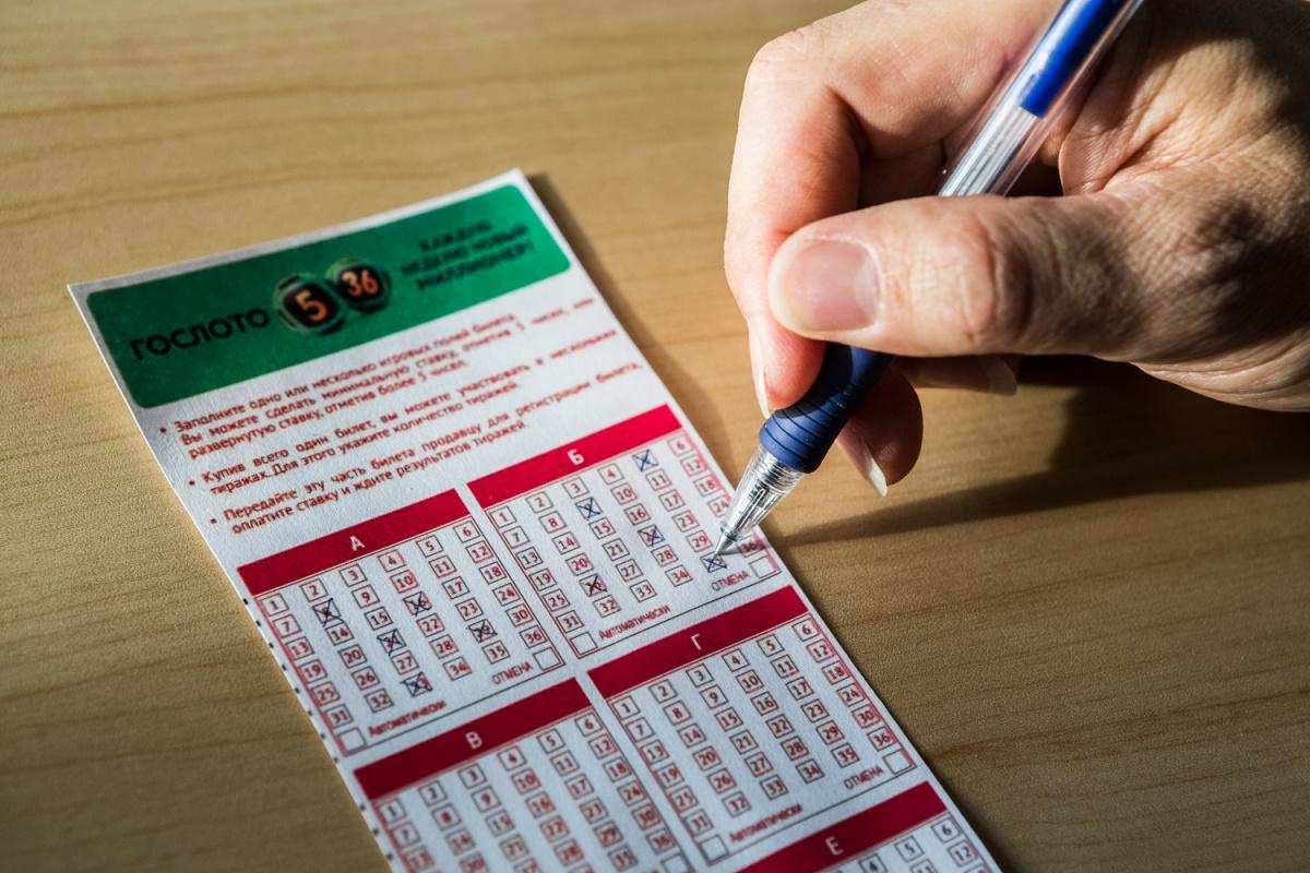 Гостя из Алтайского края будут судить за то, что он нападал на продавцов лотерейных билетов со спины и отбирал у них сумки