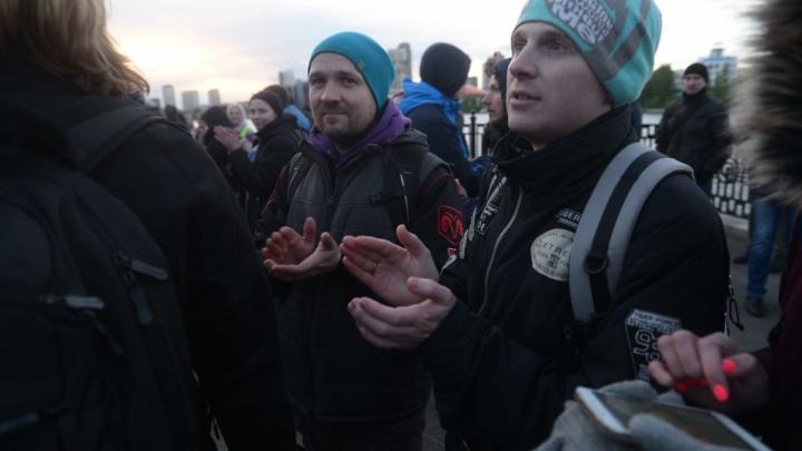 Забор продержался неделю: кчему привели акции екатеринбуржцев против застройки сквера у Драмтеатра