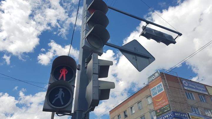 В Кургане устанавливают новые и модернизируют старые светофоры