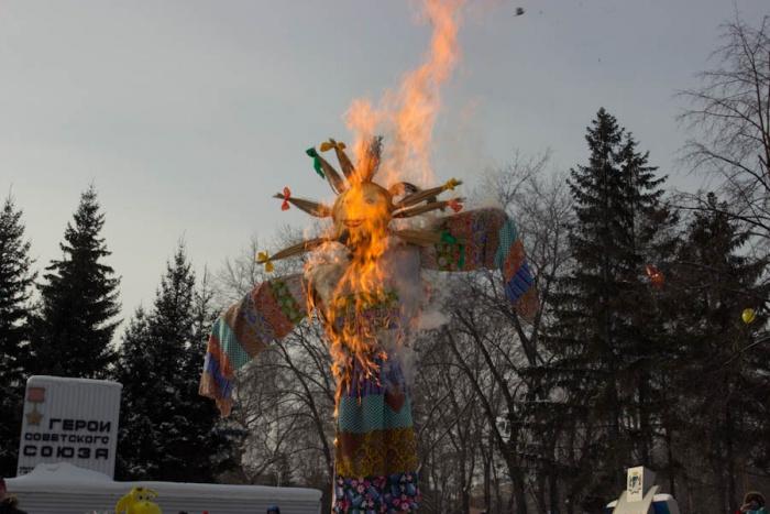 Новосибирцы сожгут в зоопарке символизирующее зиму чучело