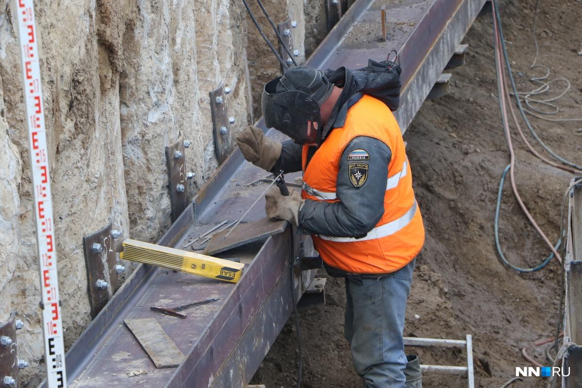 Ремонтники прибыли устранять проблему на трубопроводе, но сами стали причиной аварии