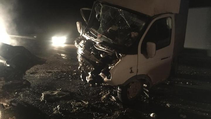 Под Курганом легковушка влетела в «Газель» и загорелась, погибли три человека