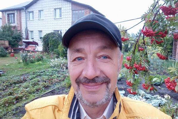Несколько лет бердский пенсионер Сергей Теряев пытается уменьшить стоимость тепла для владельцев домов в Новосибирской области