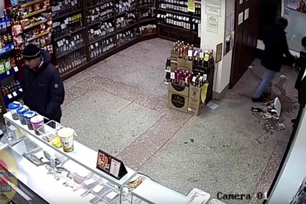 Уцелевшие бутылки мужчины даже не успели допить —их уже задержали
