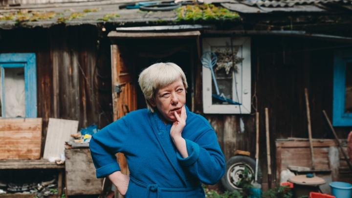 «По документам чужой, на деле — мой»: тюменку выселяют из дома, который она купила без документов