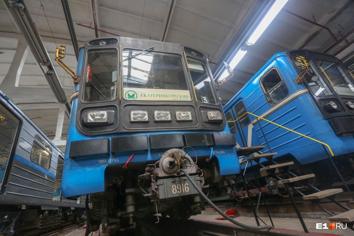 Прежде чем оказаться в кабине поезда, Анатолий водил в метро дрезины