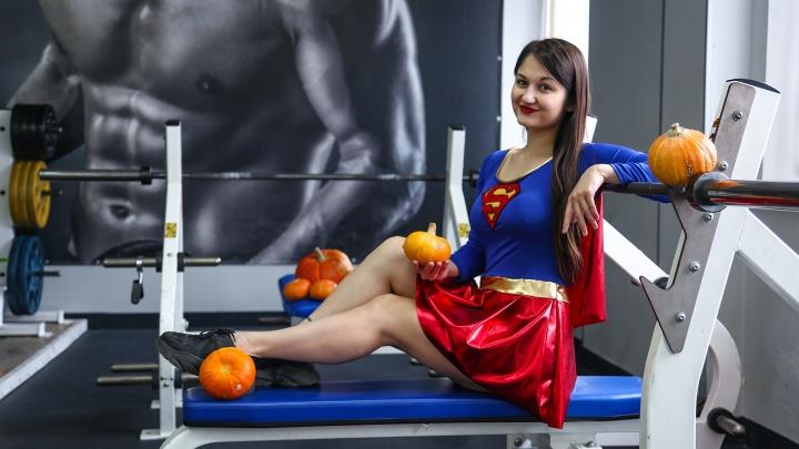 Отмечаем Хеллоуин в форме: Супервумен из Уфы показала пять жироубийственных упражнений