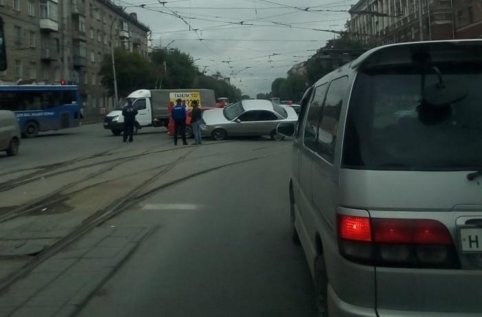 Авария произошла на пересечении проспекта Дзержинского и Волочаевской