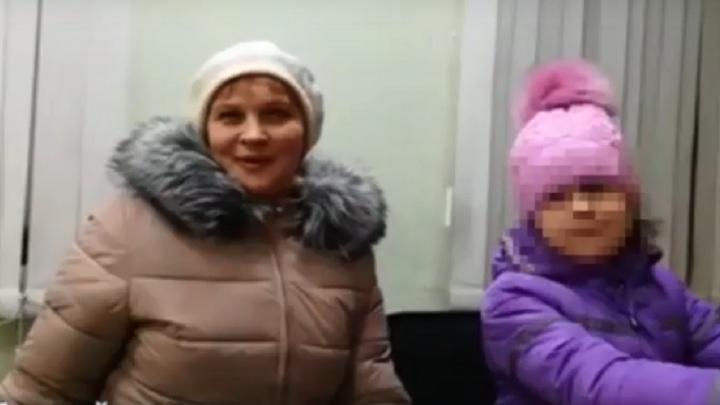 В Омске мать случайно оставила восьмилетнюю дочь в маршрутке