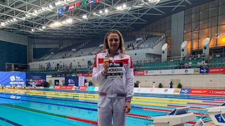 Девушка из Новосибирска выиграла золото на этапе Кубка мира по плаванию