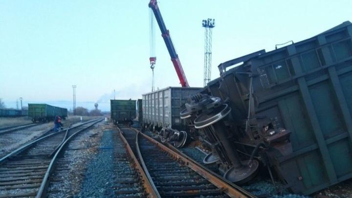 В Башкирии с рельсов сошел поезд с аммиачной селитрой