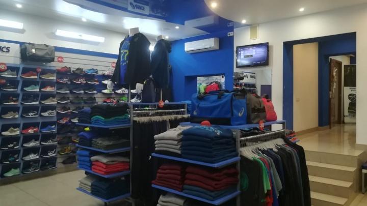 Новосибирцам предложили купить кроссовки и спортивную одежду ASICS за полцены