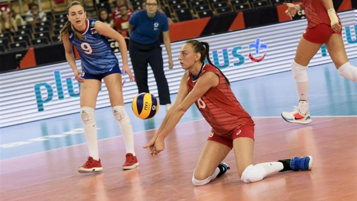 Сборная России по волейболу вылетела из четвертьфинала ЧЕ-2019 после тяжелейшего поражения