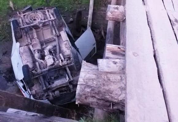 Молодой водитель погиб, упав на машине с моста