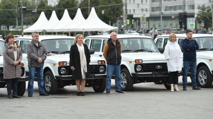 «Разъездной учитель»: в Перми сельским школам передали 34 автомобиля