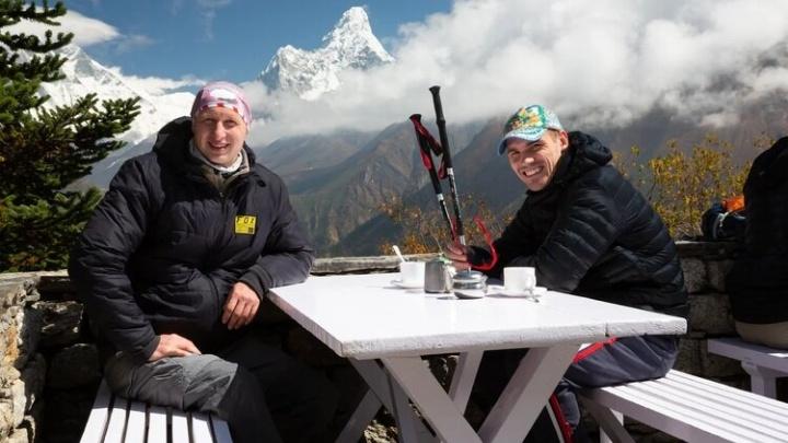 Похоже на мировой рекорд: новосибирцы поднялись в Гималаи ради экстремального погружения в холодное озеро