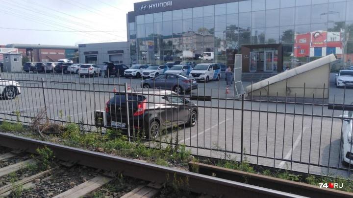 На оживлённом отрезке трамвайной ветки в Челябинске снизили скорость движения из-за кражи рельсов