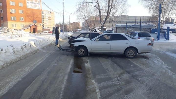 Женщина и 5-летний ребёнок пострадали в аварии, которую устроил водитель без прав