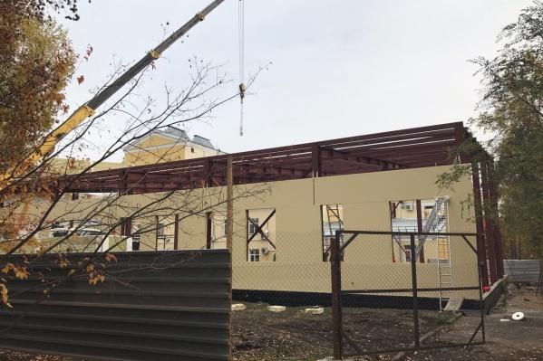Строительство склада для декораций должно завершиться уже в октябре