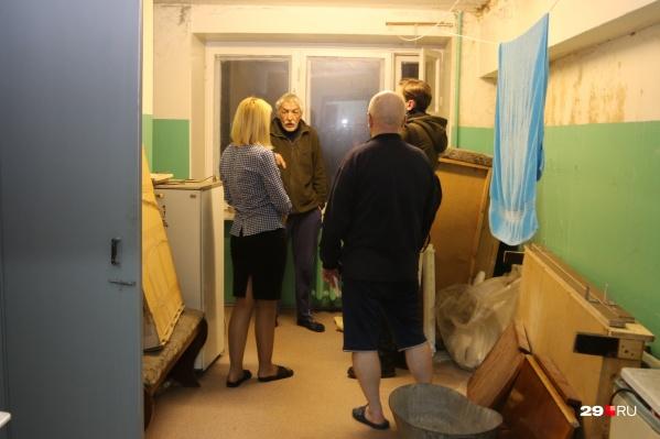 Жильцы квартир и комнат бывшей пожарной части в возмущении — их выселяют без предоставления маневренного жилья
