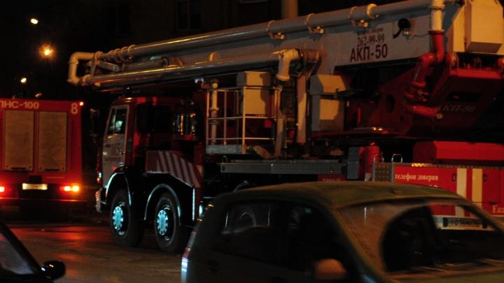 На Берёзовском тракте загорелся микроавтобус с пассажирами внутри